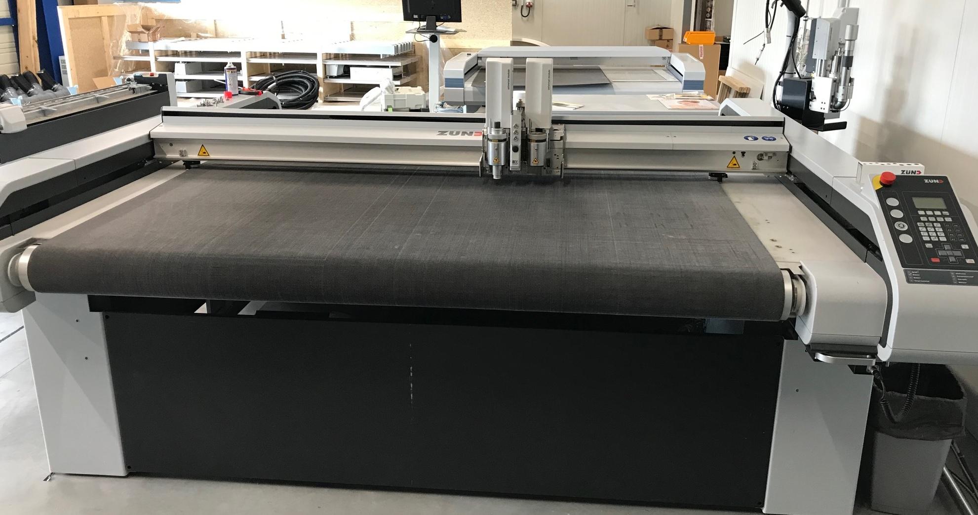 Une table de découpe reconditionnée série S3 L-1600 disponible à la vente